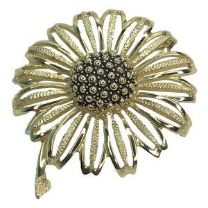 Vintage Sarah Coventry Brooch Pin Gold Tone Flower